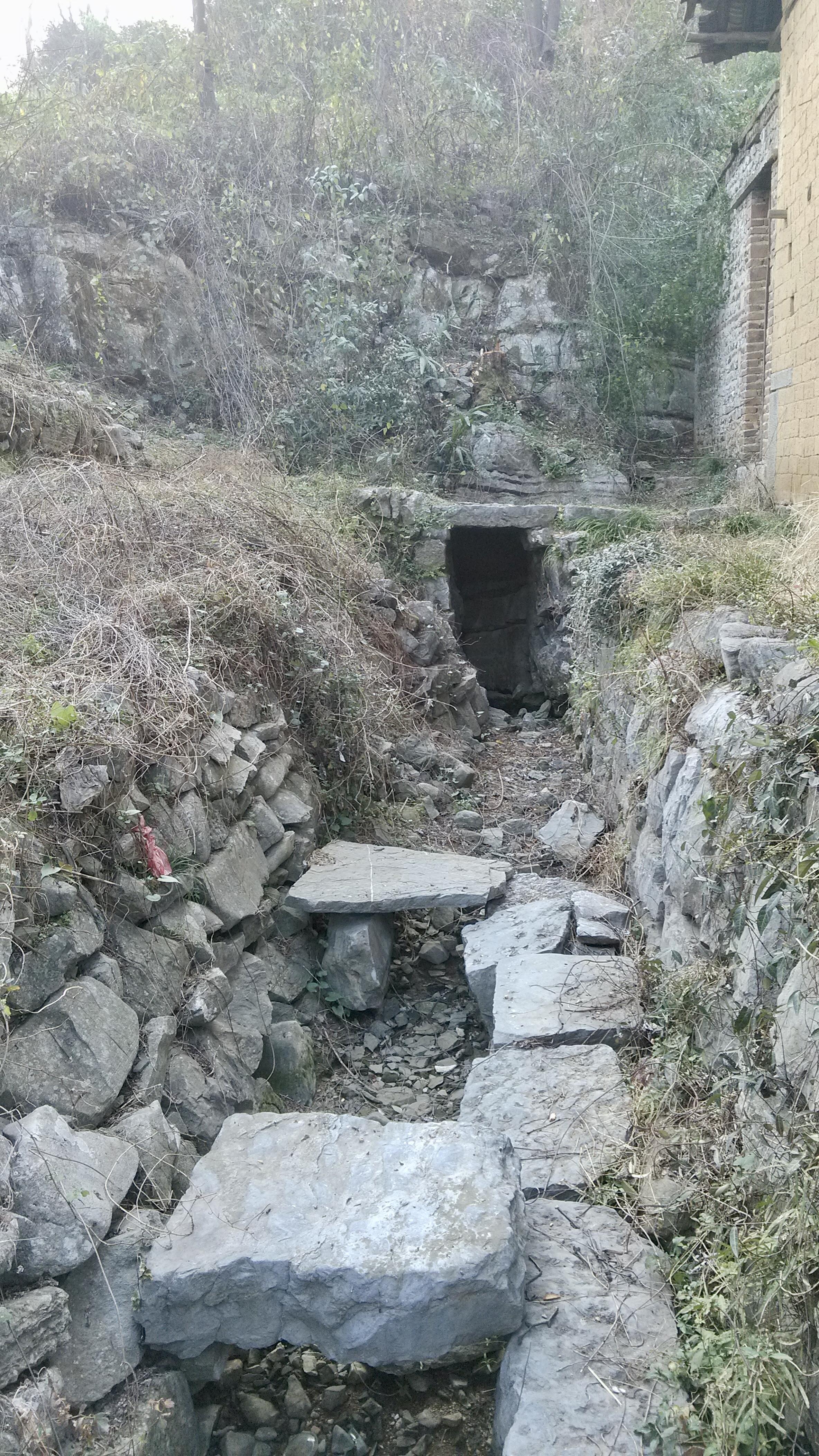 外祖父母家鄉老壪山脚下的泉眼(攝于 20140201 16:45 正月初二,2020 年已被重新修建)